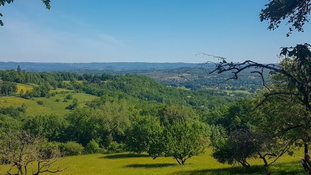 point-de-vue-circuit-du-rebord-du-causse-aux-falaises-a-carennac-lot-tourisme-a-leconte-180511-110346-2048x1536.jpg