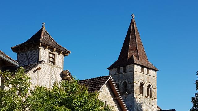 vue-sur-les-toits-de-carennac-sur-les-toits-de-carennac-lot-tourisme-a-leconte-180511-092116-2048x1536.jpg
